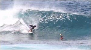 BLIND SURFER DEREK RABELO SURFING PIPE